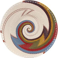 Handwoven out of coated wire, the mezmerizing colors and patterns of these African baskets put a modern twist on traditional basket weaving in South Africa. Pine Needle Baskets, Wire Baskets, Basket Weaving, Hand Weaving, Contemporary Baskets, Traditional Baskets, Tapestry Bag, Sgraffito, Boho Diy