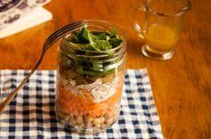 Salada de grão-de-bico com frango no pote | Panelinha - Receitas que funcionam