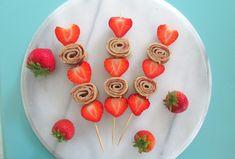 Ideas fruit traktatie rups for 2019 Dessert For Two, Dessert Drinks, Dessert Bars, Desserts, Vegetable Shop, Vegetable Basket, Pancakes On A Stick, Cheese Fruit, Fruit Decorations