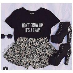 Blusa T-Shirt Preta - DON'T GROW UP IT'S A TRAP