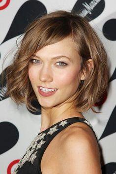 Le carré de Karlie Kloss élu it-coiffure 2013 Neutral Blonde, Cut My Hair, New Hair, Hair Cuts, Pretty Hairstyles, Bob Hairstyles, Chopped Haircut, Medium Hair Styles, Curly Hair Styles