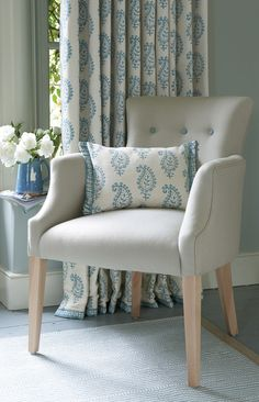 Interview: A flat white and biscotti with designer Vanessa Arbuthnott - achica living Linen Bedroom, Bedroom Decor, Lounge Curtains, Home And Living, Living Room, Blue And White Fabric, Interior Decorating, Interior Design, Soft Furnishings