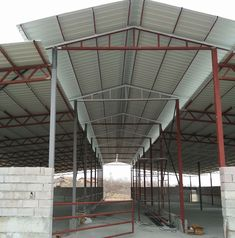 Cow Shed Design, Grill Gate Design, Front Gate Design, Farm Shed, Farm Fence, Steel Structure Buildings, Metal Buildings, Horse Pens, Barn Layout