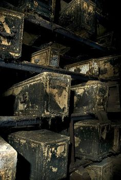 London Catacombs caskets on shelves, shelf, graves cemetery cemeteries Cemetery Headstones, Old Cemeteries, Cemetery Art, Graveyards, Abandoned Buildings, Abandoned Places, La Danse Macabre, Fotojournalismus, Haunted Places