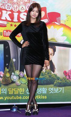 Pantyhose Legs, Nylons, Playful Kiss, Jung So Min, Young Actresses, School Dances, Black Tights, Alexa Chung, Asian Beauty
