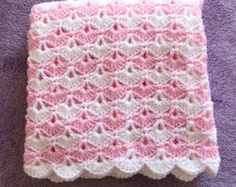 Crochet bebé manta hecha de rosa y blanco por NanniesHandMade