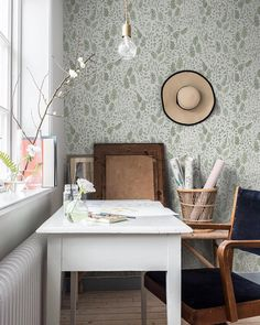 Morgongåva ~ fantastic pattern designer second wallpaper collection together with was finally launched this… Office Wallpaper, Interior Wallpaper, Home Office, Office Decor, Home Interior, Interior Design, Simple Furniture, Office Makeover, Comfort Zone