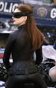 Anne Hathaway sexy as catwoman Marvel Dc, Anne Hathaway Catwoman, Batman And Catwoman, Batman Gif, Catwoman Cosplay, Mädchen In Bikinis, Leder Outfits, Gal Gadot, Woman Crush
