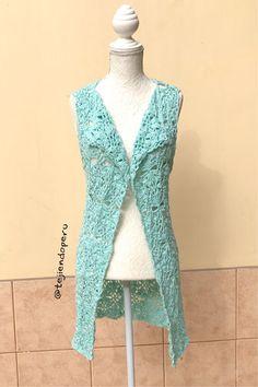 Chaleco básico con cuadrados o grannies a crochet - Tejiendo Perú Summer Patterns, High Neck Dress, Sweaters, Dresses, Spring, Fashion, Sweater Vests, Clothing, Squares
