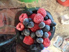 1/2 cup frozen blueberries 1/2 cup frozen raspberries 1 cup fresh strawberries 1/2 cup fresh baby spinach 1/2 cup ice-cold water