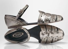 Tod's closed-toe flat #sandals in metallic leather with a  mirrored effect.