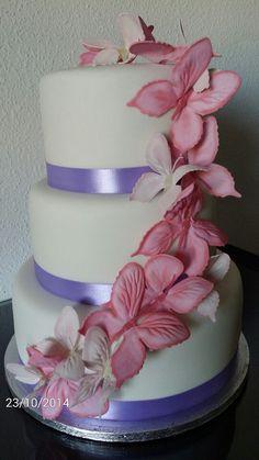 Tarta Fondant y cursos de tartas  en Sevilla bajo pedido puedes llamar al 649500919 o escribir por whatsapp o visitar nuestra web www.marycakes.es