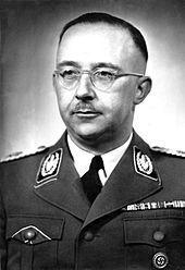 Heinrich Himmler - ab 1943 Reichsminister des Inneren (er löste Frick ab) und damit Chef der deutschen Polizei und Leiter des Schutzstaffel (SS) und damit auch Oberbefehlshaber der Waffen-SS.