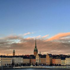 Gamla stan / Old town #gamlastan #oldtown #stockholm #beforedusk #sunset #sweden #stockholm_insta #tweeked