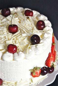 Hej! Här hos mig på Tårtspecialisten finner du recept utav olika slag; allt från tårtor, cupcakes - och även en del maträtter.  Jag har haft ett uppehåll under en tid (tidsbrist!) men börjar sakta men säkert ta mig tillbaka igen! Hoppas vi ses mer framöver! Slag, Tart, Pie, Cupcakes, Desserts, Food, Torte, Tailgate Desserts, Cake