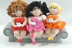 De dikke dames aan de koffie op de bank. Haakpret Amigurumi Toys, Amigurumi Patterns, Crochet Patterns, Knitted Dolls, Crochet Dolls, Crochet Art, Crochet Fashion, Beautiful Crochet, Needle Felting