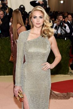 Kate Upton is engaged! See her pretty engagement ring at the Met Gala