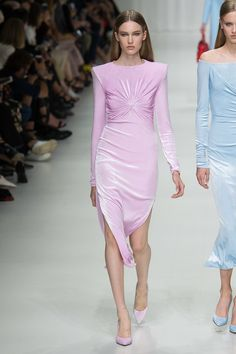 https://www.vogue.com/fashion-shows/spring-2018-ready-to-wear/versace/slideshow/collection