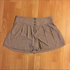 Light high waisted shorts These can be worn high waisted & they are flowy & very light, the size L fits to an equivalent 4-6 Foreign Exchange Shorts