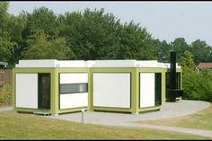 Villaen er det første hus Arne Jacobsen tegnede som privatbolig til sig selv og sin familie. Han boede der fra det stod færdigt og frem til 2. verdenskrig. Det er bygget i 1929 og blev to år senere udvidet med en tegnestuefløj samt garage og drivhus. Huset repræsenterer to væsensforskellige byggekonstruktioner selvom det fremstår som et...