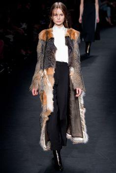 Valentino Fall 2015 Ready-to-Wear Fashion Show