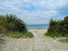 The Danish coastline with lots of great beaches measures 7,314 kilometers or 4,545 miles.  And no place in Denmark is more than 52 kilometers or 32,3 miles from the sea.