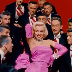 1953 - Expolore the best and the special ideas about Marilyn monroe Marilyn Monroe Outfits, Rare Marilyn Monroe, Marilyn Monroe Photos, Hollywood Glamour, Classic Hollywood, Old Hollywood, Aesthetic Movies, Aesthetic Videos, Marilyn Monroe Diamonds