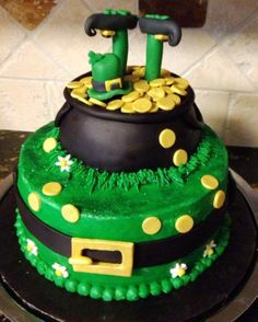 St. Patricks Day cake... - Buttercream and fondant details....