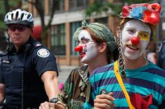 clowns-and-police-TN.jpg 584×389 pixels