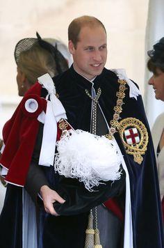 Avec la reine Elizabeth II et la famille royale britannique pour l'Ordre de la Jarretière à Windsor, Kate Middleton était radieuse tout de rouge vêtue.