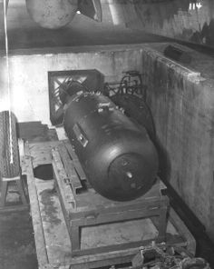 Technical description, photographs, and video of atomic bombs Little Boy and Fat Man dropped on Hiroshima and Nagasaki in August Hiroshima Bombing, Enola Gay, Nuclear War, E Mc2, Total War, Military History, Historical Photos, World War Ii, Vintage Photos