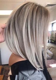 24 Lovely Bob Haircuts & Blond Balayage Highlights in 2019 We have presented here absolutely cute and modern bob hairstyles with blonde balayage hair colors for more cutest personality for - Unique Long Hairstyles Ideas Blond Hairstyles, Short Blonde Haircuts, Modern Bob Hairstyles, Long Bob Haircuts, Headband Hairstyles, Prom Hairstyles, Drawing Hairstyles, Angled Bob Hairstyles, Haircut Bob