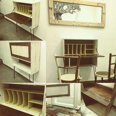 Made by @_hl2_ . Salgo a la calle, nada más girar la primera esquina encuentro un armario de salón completo, obviamente lo recojo todo y lo llevó a mi taller, modificando algunas piezas, añadiendo unas Hearpin Legs, pintado con blanco roto y amarillo mostaza, separado del conjunto y restaurado adquiere una nueva vida en solitario este maravilloso Secreter. #_hl2_ #instagood #woodworking #furniture #muebles #furnituredesign #interiordesign #fashion #instalike #handmade #artesanía #woodcraft…