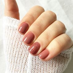 absolutely love this colour combination! mauve maven and rose gold glitter both from sensationail.