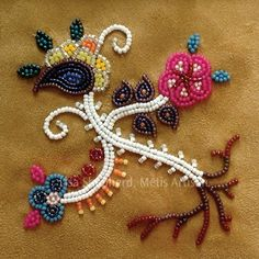 Metis beadwork by Lisa Sheperd. Indian Beadwork, Native Beadwork, Native American Beadwork, Loom Patterns, Beading Patterns, Quilling, Beadwork Designs, Native American Crafts, Ribbon Work