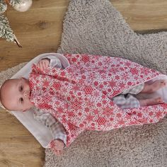 Oh Baby, it's cold outside! So wrap up warm in a festive, fleece-lined blanket. Keep your little one toasty and warm on those nippy winter evenings with a super cosy, fleece-lined blanket. The perfect combination of style and comfort the baby blanket features an eye-catching white Nordic Snowflake print making a great gift for a baby at Christmas. The two-layer design means its extra warm and cosy for your baby. Suitable for use in the Moses basket, pram, cot or car seat.