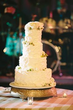 Four Tier Round Textured Wedding Cake With Roses | photography by http://www.julia-wade.com/