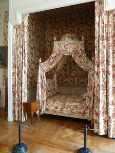 Chateau de Chambord: The royal bed