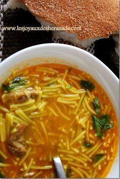 Algerijnse chorba, chorba, soep voor ramadan - Apocalypse Now And Then Best Crockpot Recipes, Soup Recipes, Tunisian Food, Middle East Food, Algerian Recipes, Kebab, Wie Macht Man, Eastern Cuisine, Ramadan Recipes