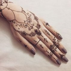 Are you looking for some simple and awe-inspiring Mehndi Designs? Take inspiration from these beautiful and easy to recreate Henna designs from our awesome collection. Henna Mehndi, Henna Tattoos, Mehendi, 16 Tattoo, Henna Ink, Henna Body Art, Mehndi Tattoo, Henna Tattoo Designs, Mandala Tattoo