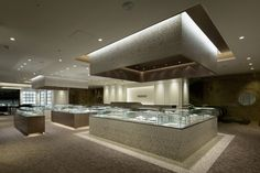 Hoeido jewellery in Tokyo by Shotaron Sanada Jewellery Shop Design, Jewellery Showroom, Jewellery Shops, Visual Merchandising, Showroom Interior Design, Jewelry Scale, Diamond Shop, Jewelry Stores, Jewelry Rack