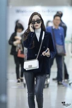 Outfit less as a visitor and a lot more such as a vacationer using these wardrobe inspiring ideas. Krystal Jung Fashion, Jessica Jung Fashion, Snsd Airport Fashion, Korean Fashion Kpop, Business Casual Outfits, Airport Style, Casual Street Style, Nice Dresses, Clothes For Women