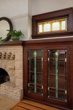fireplace + built-in bookcase + leaded glass in 1912 bungalow in Oakland, CA Craftsman Fireplace, Bungalow Interiors, Craftsman Bungalows, Arts And Crafts Furniture, Craftsman Interior, Craftsman Style, Built In Bookcase, Arts And Crafts Interiors, Craftsman Style Homes