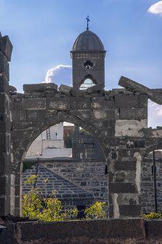 Diyarbakir - Kurdistan,,,,,,BİRİLERİ KÜRDİSTAN İLAN ETMİŞ,,AMA HALA T.C. YARARLANIYORLAR..İLGİNÇ,,SİYASİLER  KÖR..