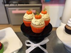 Make easy DIY Halloween polymer clay cupcakes for your American Girl and Wellie Wishers dolls. Make spider, ghost, and pumpkin polymer clay cupcakes! American Girl Halloween, American Girl Food, Polymer Clay Cupcake, Polymer Clay Halloween, Halloween Cupcakes, Diy Halloween, Wellie Wishers Dolls, Doll Food, Clay Food