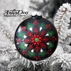 Handpainted Christmas Ornaments, Christmas Ornament Crafts, Hand Painted Ornaments, Christmas Bulbs, Traditional Christmas Ornaments, Christmas Mandala, Christmas Rock, Rock Painting Patterns, Dot Art Painting
