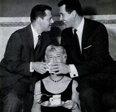 Tony Randall Rock Hudson and Doris Day sharing coffee Old Hollywood Stars, Classic Hollywood, Tony Randall, Rock Hudson, She Is Gorgeous, She Movie, Classic Tv, Best Actress, Famous Faces