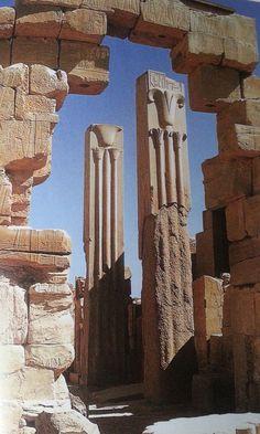piliers héraldiques de Thoutmosis III - Karnak