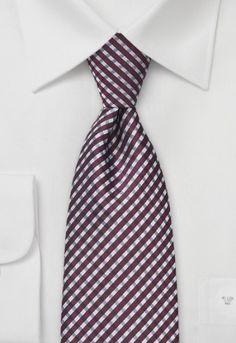 Esta moderna corbata compone su estampado de rombos con los colores burdeos y plata. La corbata está tejida en microfibra, cortada y cosida a mano.  http://www.corbata.org/corbata-rombos-burdeos-plata-p-14557.html