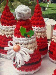 Merry Christmas Happy Holidays, Christmas Makes, All Things Christmas, Christmas Holidays, Crochet Christmas Decorations, Christmas Crochet Patterns, Holiday Crochet, Christmas Projects, Christmas Crafts